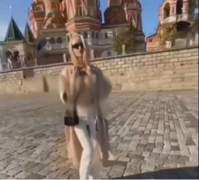 Model Viral Video Pamer Buah Dada di Depan Gereja